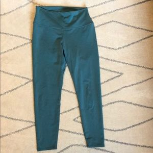 Alo yoga size large high waist airbrush Capri